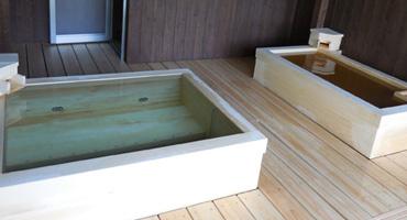 高野槇風呂(まき浴槽)